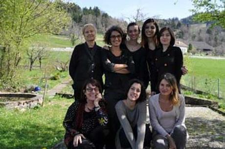 Six jeunes traductrices en travail à la Maison de la Poésie