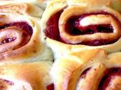 Strawberry swirl buns (brioche fraise)
