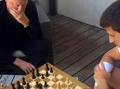 Novak Djokovic joue échecs