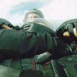 Full Contact Skydiving: De la baston dans les airs!