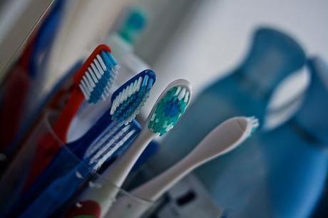 Il y a plus de 10 millions de bactéries dans une brosse à dents