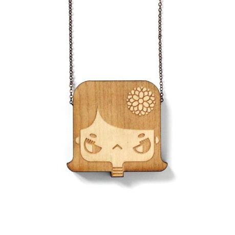http://www.lesfollesmarquises.com/product/pendentif-bois-massif-lily