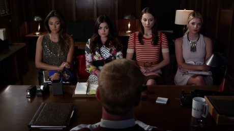 Les critiques // Pretty Little Liars : Saison 5. Episode 3. Surfing the Aftershocks.
