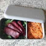 Bento carottes râpées, roquette, viande des grisons