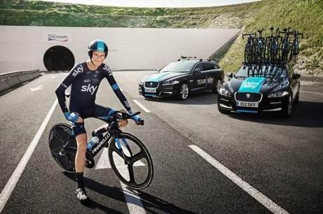 Chris Froome, premier homme à vélo sous la Manche