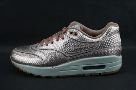 nike-air-max-1-femme-gold-snake-pack-570x380