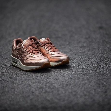 nike-air-max-1-premium-cut-out-metallic-red-bronze-collection