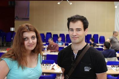 La grand-maître ukrainienne Evgeniya Doluhanova en compagnie du grand-maître Suisse Yannick Pelletier - Photo © Chess & Strategy