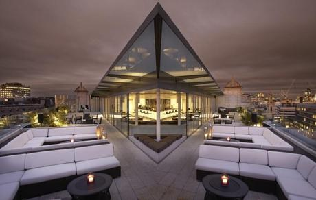 The%20rooftop%20bar%20at%20the%20ME%20Hotel%20in%20London