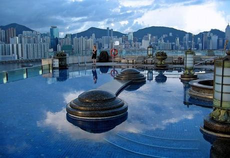 Pool%20with%20a%20view%20of%20Hong%20Kong%20on%20the%20roof%20of%20the%20Harbour%20Plaza%20Hotel