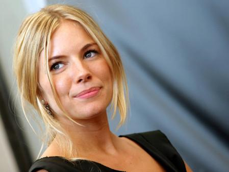 sienna-miller-27-wallpapers_15141_1600x1200.jpg