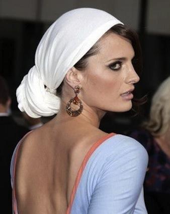 comment-porter-foulard-de-facon-tzigane