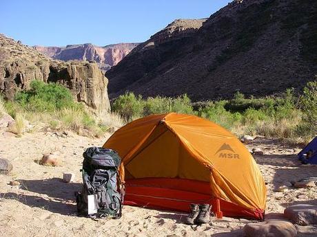 Un Backpacker Paperblog Dos Pour Son Préparer Voyage Sac À W2D9IHYbeE