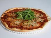 Pizza crème d'aubergines, mozzarella roquette