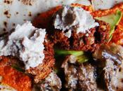Quelques falafels, poivrons, agneau, crème sésame...pour sandwich explosif...