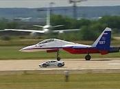 Course entre avion chasse Lamborghini