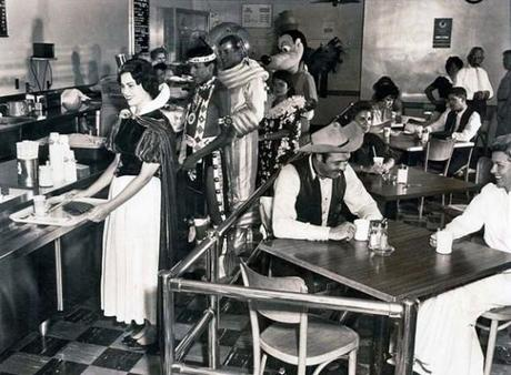 Disneyland-Employee-Cafeteria-in-1961