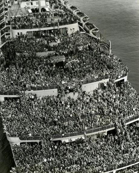Crowded ship bringing American troops home after World War II