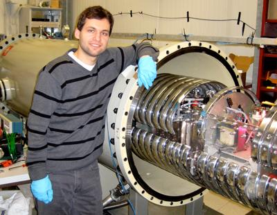 Photograph of the HZDR physicist Michael Anders at the LUNA accelerator in Gran Sasso