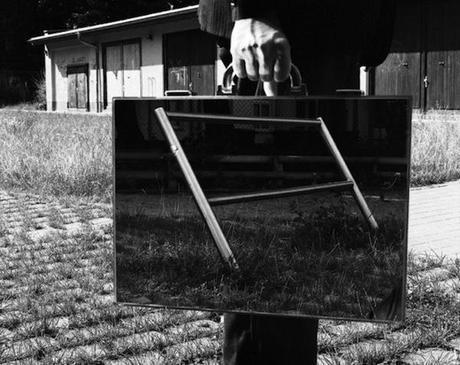 the-mirror-suitcase-man-03
