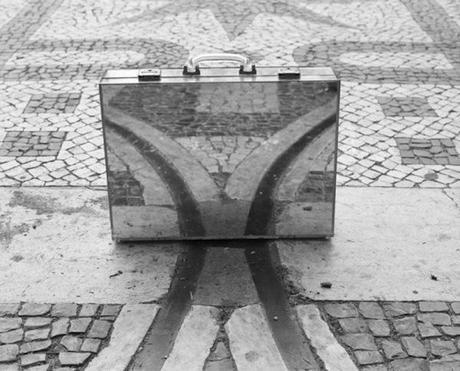 the-mirror-suitcase-man-06