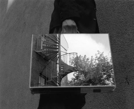 the-mirror-suitcase-man-04