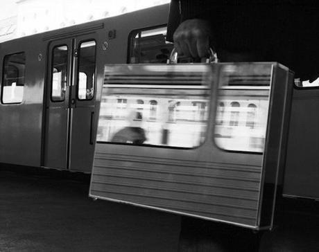 the-mirror-suitcase-man-08