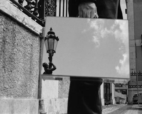 the-mirror-suitcase-man-02