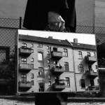 PHOTOGRAPHY : THE MIRROR SUITCASE MAN