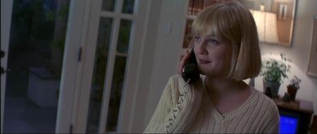 Scream01-Drew Barrymore-téléphone-tv