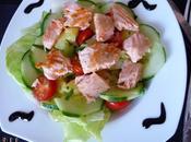 Salade pommes terre, concombre saumon mi-cuit.
