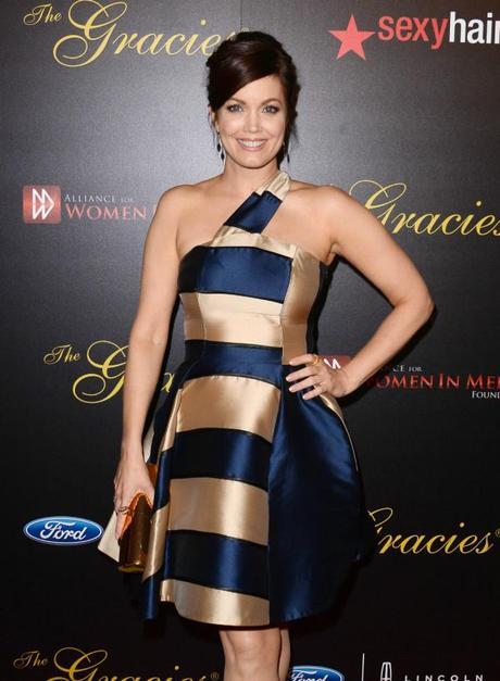 Bellamy_Young_Robe_Bleue