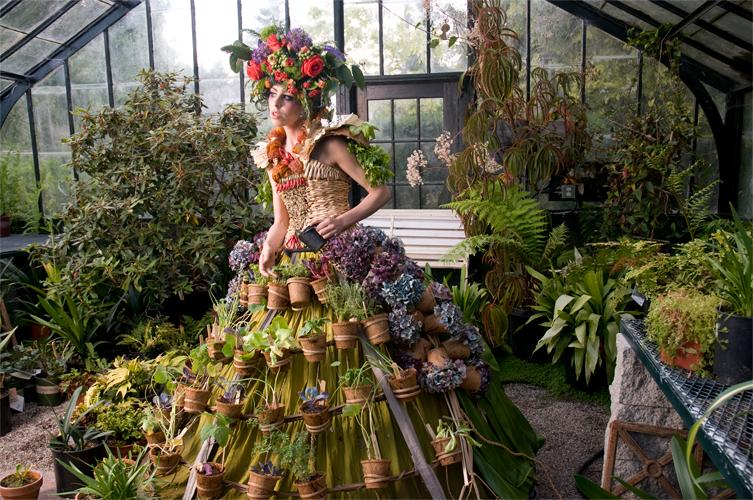 Nicole Dextras – Mobile dress garden