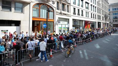 Sortie de l'iPhone 6 : files d'attente et record de vente battu