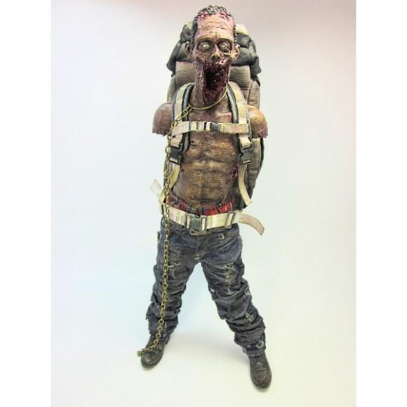 3a-walking-dead-figurine-1-6-pet-michonne-1 (1)