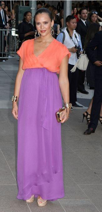 jessica-alba-enceinte-robe-marque-de-luxe