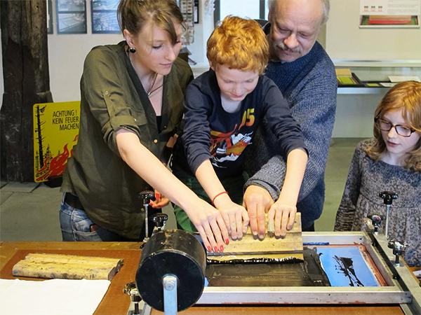 Guido Lengwiler screenprint workshop ( Gutenberg museum - Freiburg, Suisse)