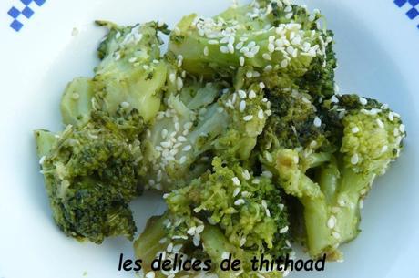 brocolis sautés , sauce soja et sésame