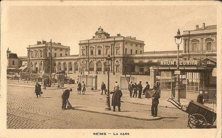 3 novembre 1914, le préposé au ravitaillement passant au bureau, nous annonce que huit personnes viennent d'être tuées par un obus, à proximité de la gare