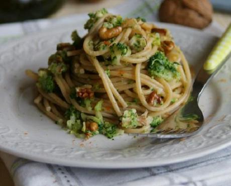 spaghetti complets avec brocolis et noix