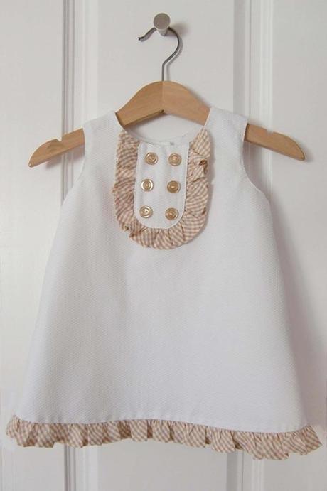 robe chasuble bebe Patron gratuit : une robe chasuble pour bébé fille