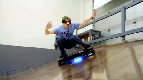 Tony Hawk teste le HoverBoard Hendo