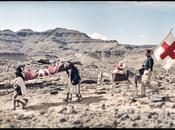 ligne front délégué CICR évacuant blessé Yemen, 1964