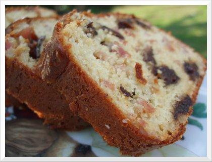 Cake pruneaux lardons et pignons
