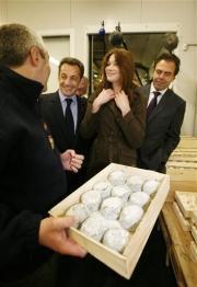 Sarkozy se lève plus tôt pour communiquer plus