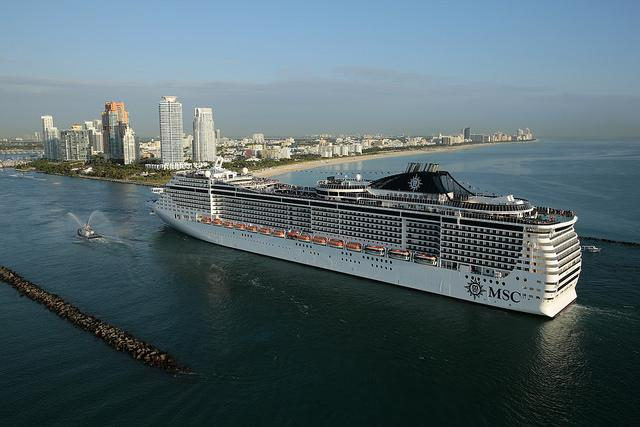 Le MSC Divina arrive au port de Miami (©MSC)