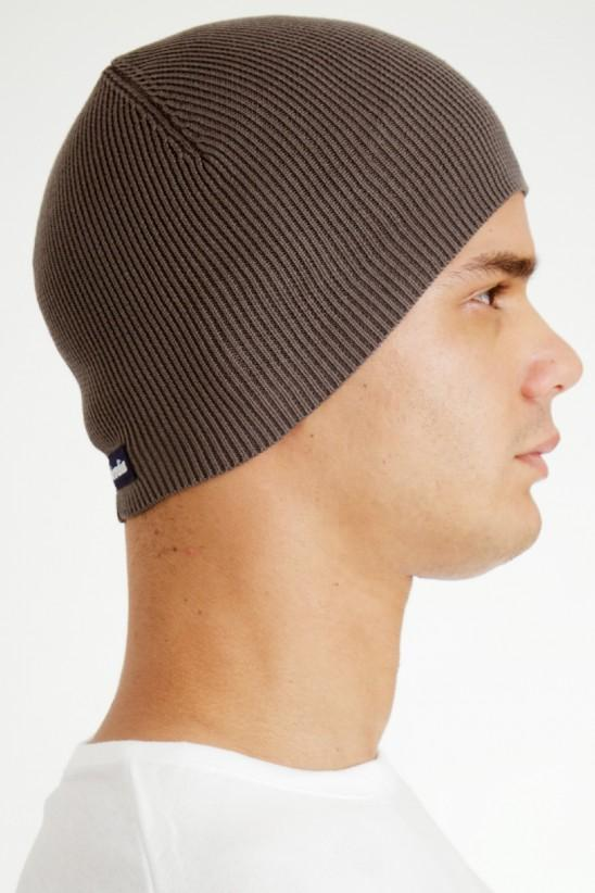 Cap that is worn off, relaxed, casual, preppy, trendy.