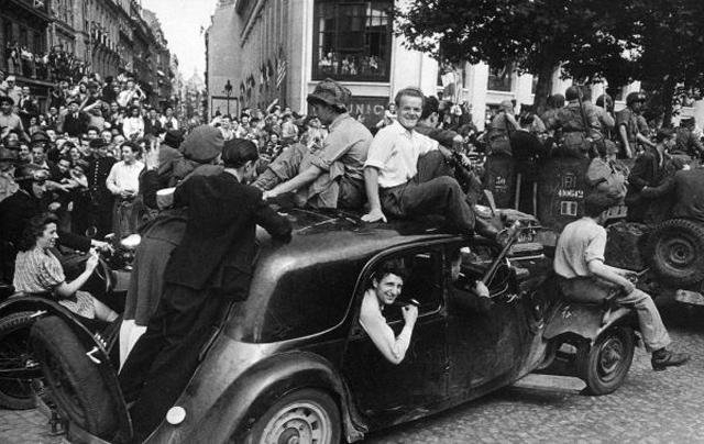 liberation-de-paris-1944-robert-capa