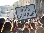 Reportage photo Rassemblement Bordeaux pour l'ensemble victimes Charlie Hebdo, personnes dans