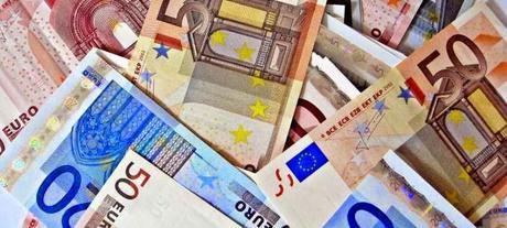 Programme de relance de la BCE : la banque centrale pourrait verser 2100 EURO à chaque citoyen
